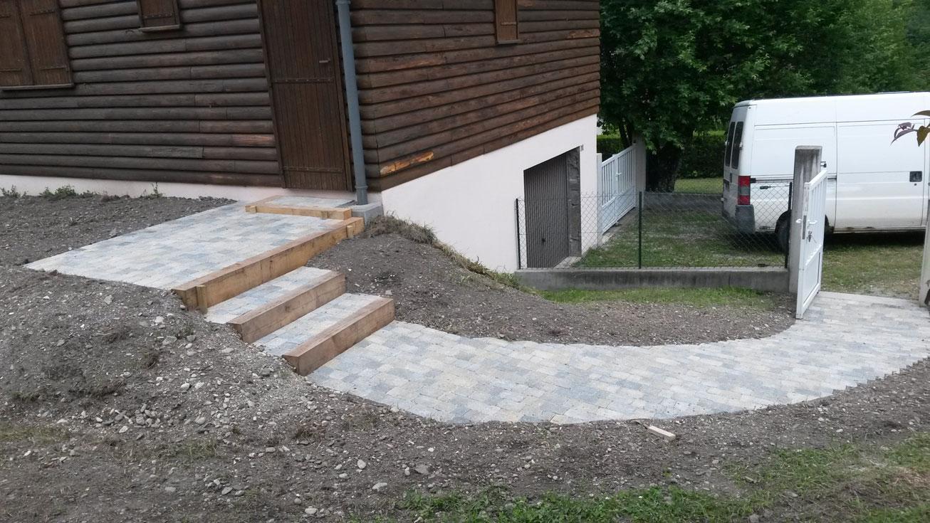 gros-oeuvre-amenagement-exterieur-zanardi-btp-allevard-acces-en-pave-beton