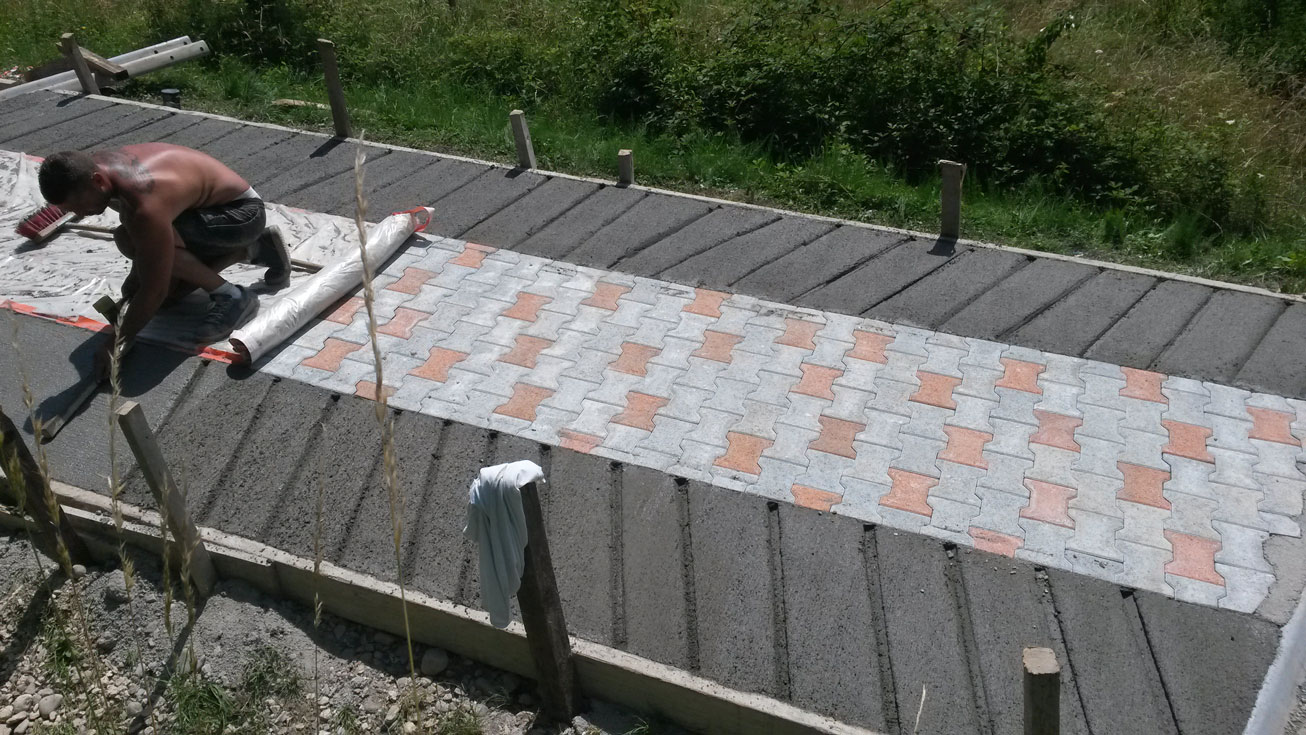 gros-oeuvre-amenagement-exterieur-zanardi-btp-allevard-rampe-acces-pour-vehicule-pave-beton