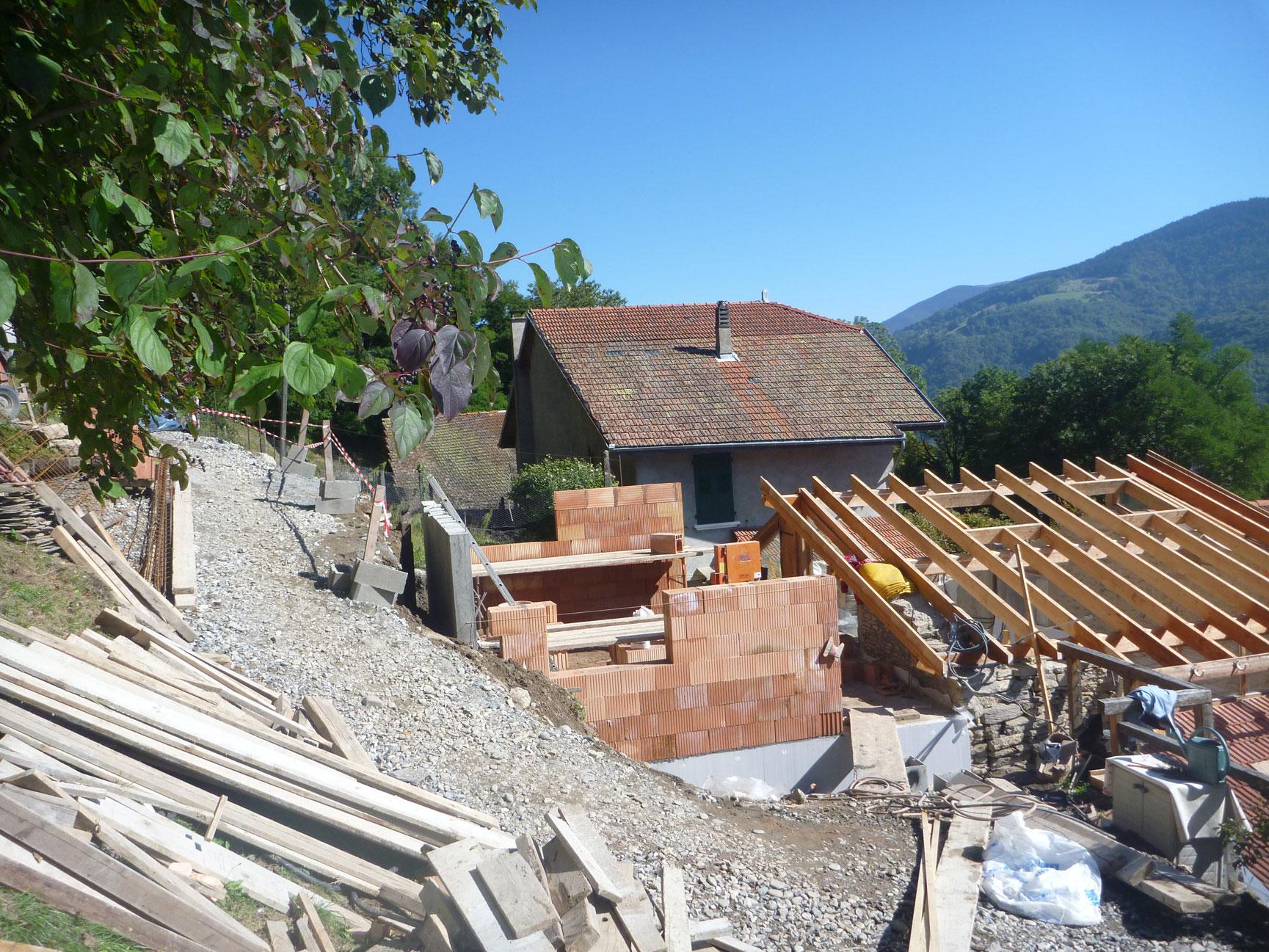 gros-oeuvre-renovation-zanardi-btp-allevard-surelevation-d'un-etage-+-agrandissement-en-brique-au-glapignaux