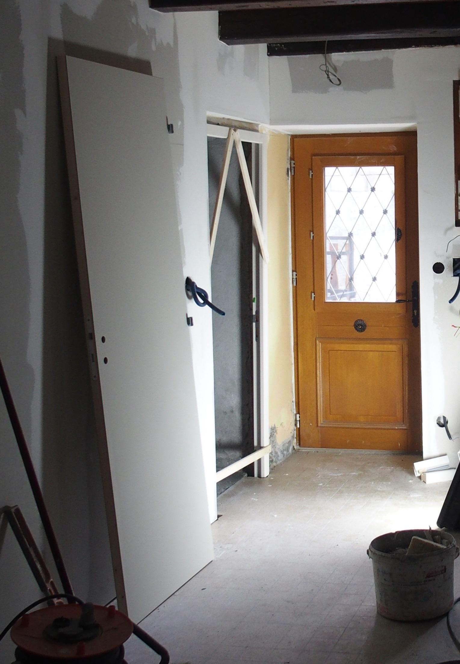 qualibat-menuiserie-renovation-zanardi-btp-allevard-mise-en-place-porte.